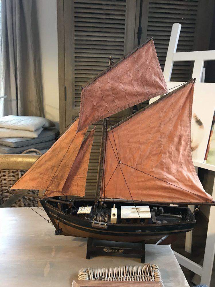 Maritimes Segelschiff Modell